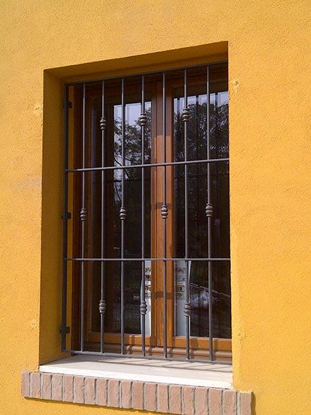 Inferriate per finestre carpi sassuolo grate di sicurezza scorrevoli fisse apribili - Grate fisse per finestre ...